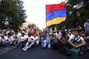 2015-06-23T112721Z_1305404205_GF10000136439_RTRMADP_3_ARMENIA-PROTEST-pic510-510x340-98576