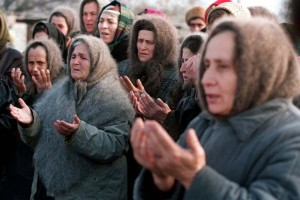 Evstafiev-chechnya-women-pray